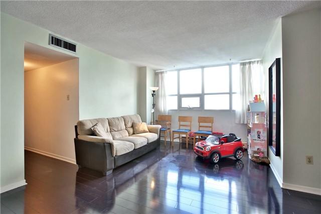 Condo Apartment at 2323 Confederation Pkwy, Unit Ph5, Mississauga, Ontario. Image 13