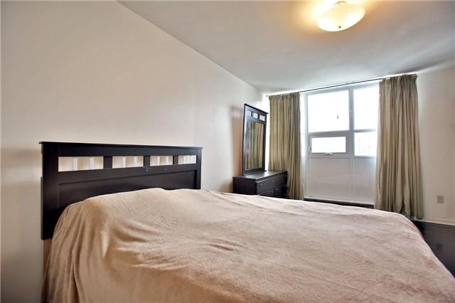 Condo Apartment at 2323 Confederation Pkwy, Unit Ph5, Mississauga, Ontario. Image 14