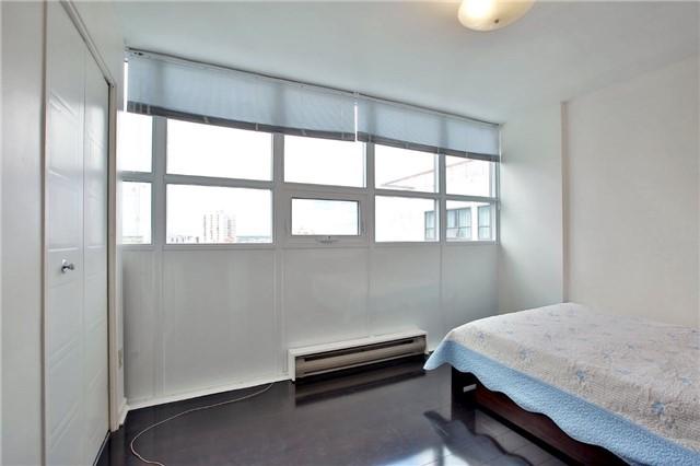 Condo Apartment at 2323 Confederation Pkwy, Unit Ph5, Mississauga, Ontario. Image 15