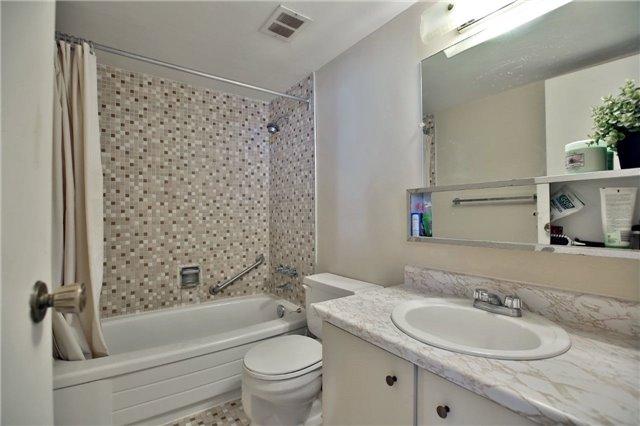 Condo Apartment at 2323 Confederation Pkwy, Unit Ph5, Mississauga, Ontario. Image 2