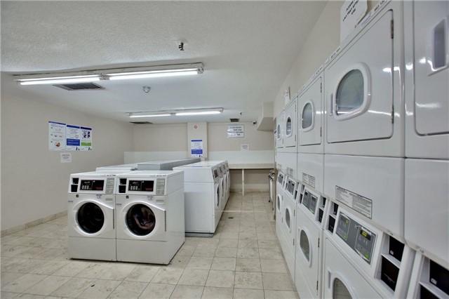 Condo Apartment at 2323 Confederation Pkwy, Unit Ph5, Mississauga, Ontario. Image 7