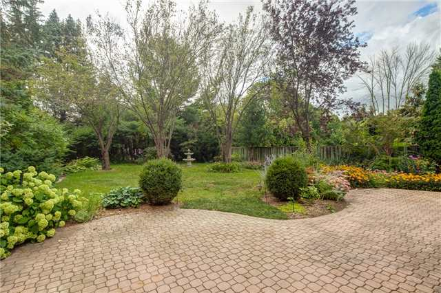 Detached at 807 Indian Rd, Mississauga, Ontario. Image 12