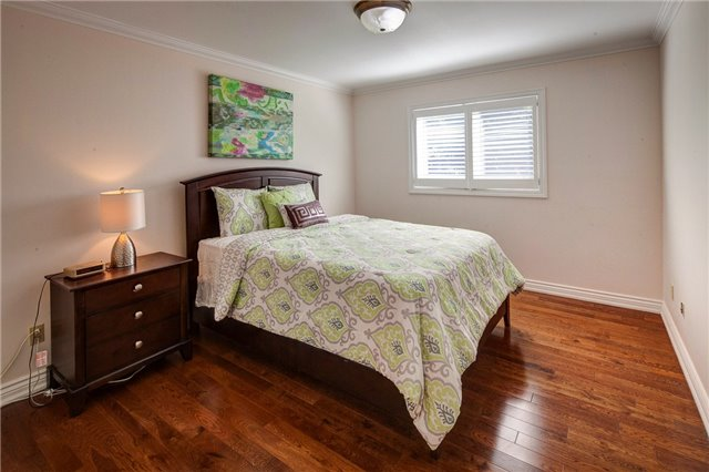 Detached at 807 Indian Rd, Mississauga, Ontario. Image 8