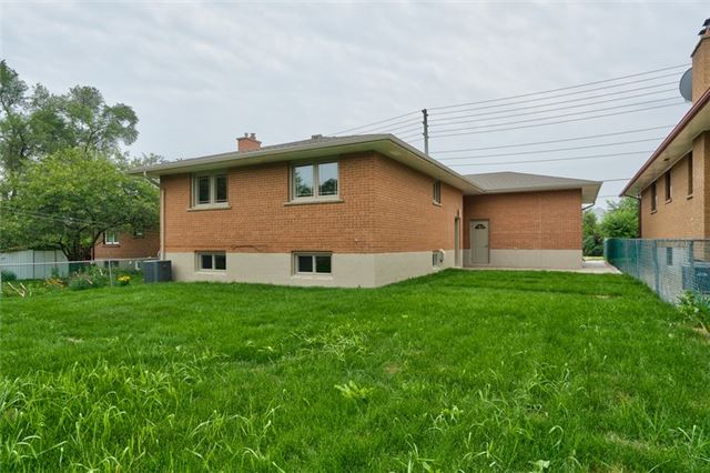 Detached at 1223 Ogden Ave, Mississauga, Ontario. Image 13