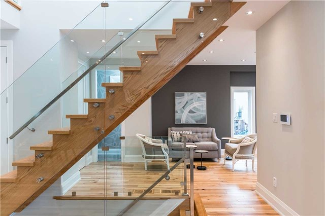 Detached at 33 Shaver Ave N, Toronto, Ontario. Image 17