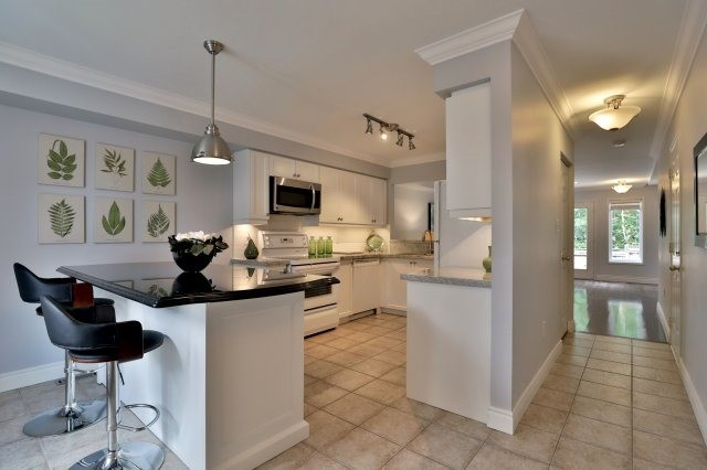 Condo Townhouse at 2189 Postmaster Dr, Unit 9, Oakville, Ontario. Image 17
