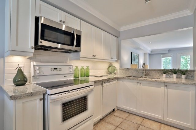 Condo Townhouse at 2189 Postmaster Dr, Unit 9, Oakville, Ontario. Image 2