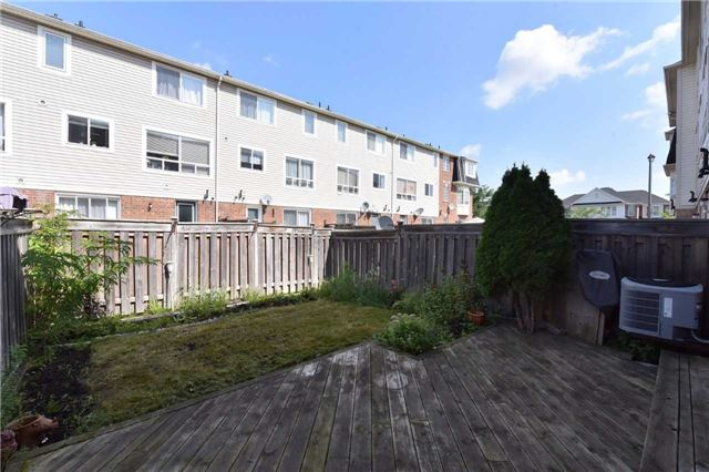 Townhouse at 171 Decker Hollow  Circ, Brampton, Ontario. Image 7