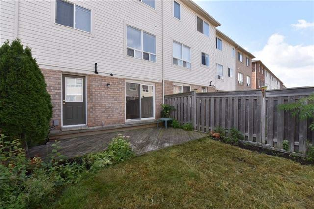 Townhouse at 171 Decker Hollow  Circ, Brampton, Ontario. Image 8