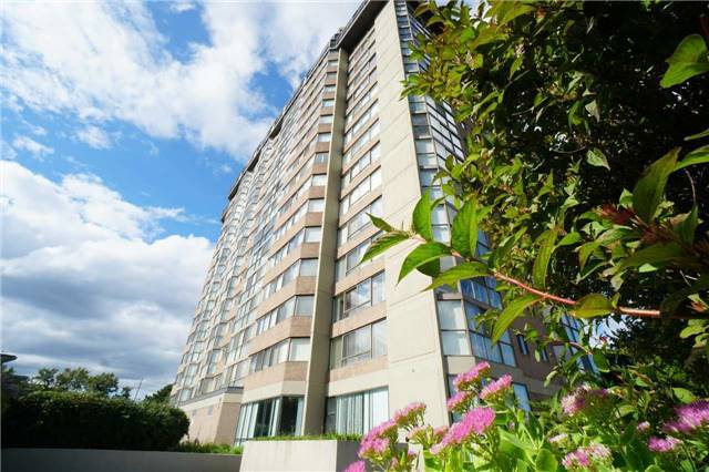 Condo Apartment at 880 Dundas St W, Unit 806, Mississauga, Ontario. Image 14