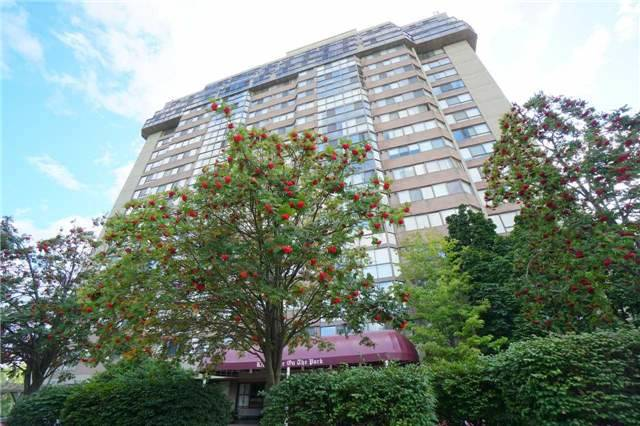 Condo Apartment at 880 Dundas St W, Unit 806, Mississauga, Ontario. Image 15