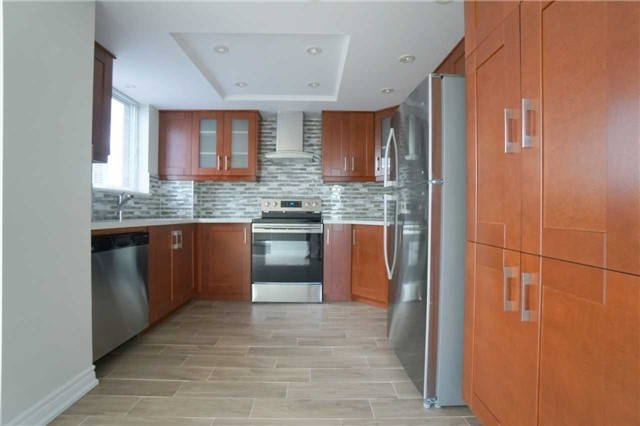 Condo Apartment at 880 Dundas St W, Unit 806, Mississauga, Ontario. Image 16