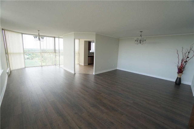 Condo Apartment at 880 Dundas St W, Unit 806, Mississauga, Ontario. Image 18