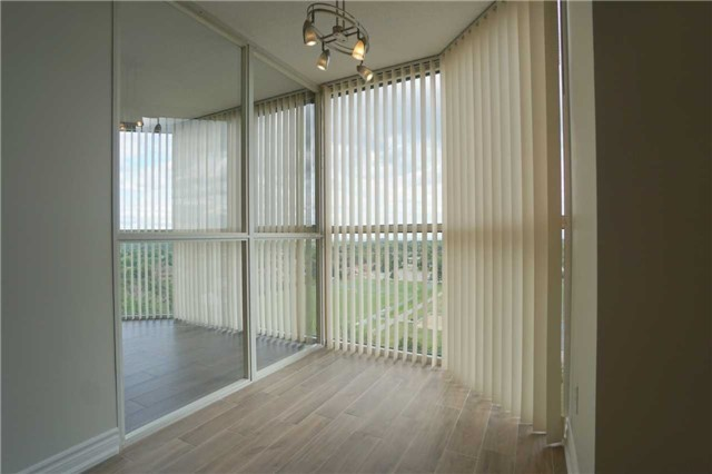 Condo Apartment at 880 Dundas St W, Unit 806, Mississauga, Ontario. Image 19