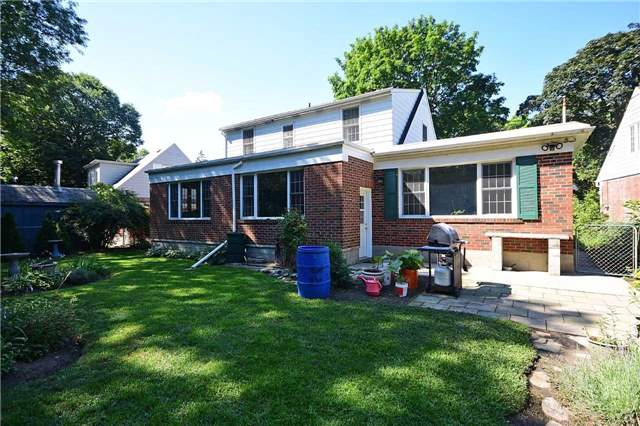 Detached at 2037 Courtland Cres, Mississauga, Ontario. Image 13