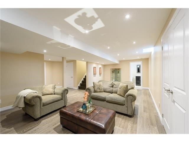 Detached at 3113 Gladeside Ave, Oakville, Ontario. Image 10