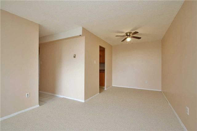 Condo Apartment at 2121 Roche Crt, Unit 628, Mississauga, Ontario. Image 17
