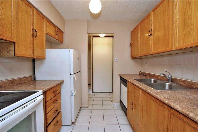 Condo Apartment at 2121 Roche Crt, Unit 628, Mississauga, Ontario. Image 18