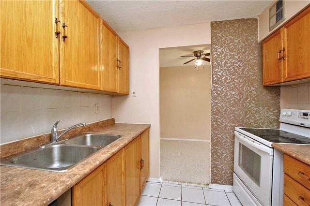 Condo Apartment at 2121 Roche Crt, Unit 628, Mississauga, Ontario. Image 19