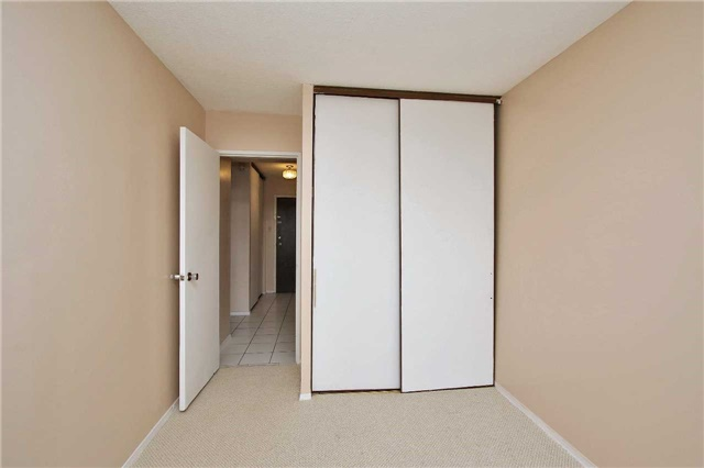 Condo Apartment at 2121 Roche Crt, Unit 628, Mississauga, Ontario. Image 2