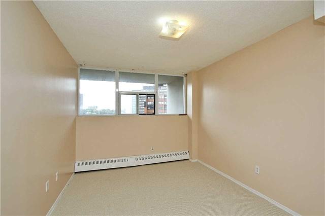 Condo Apartment at 2121 Roche Crt, Unit 628, Mississauga, Ontario. Image 3