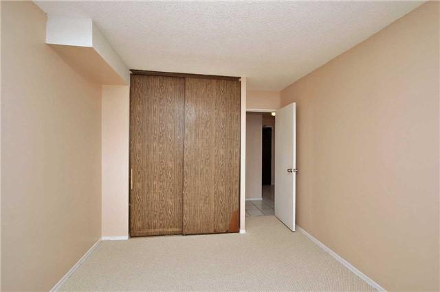 Condo Apartment at 2121 Roche Crt, Unit 628, Mississauga, Ontario. Image 4