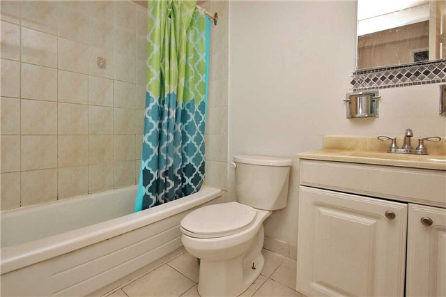 Condo Apartment at 2121 Roche Crt, Unit 628, Mississauga, Ontario. Image 5