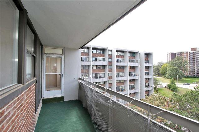 Condo Apartment at 2121 Roche Crt, Unit 628, Mississauga, Ontario. Image 6