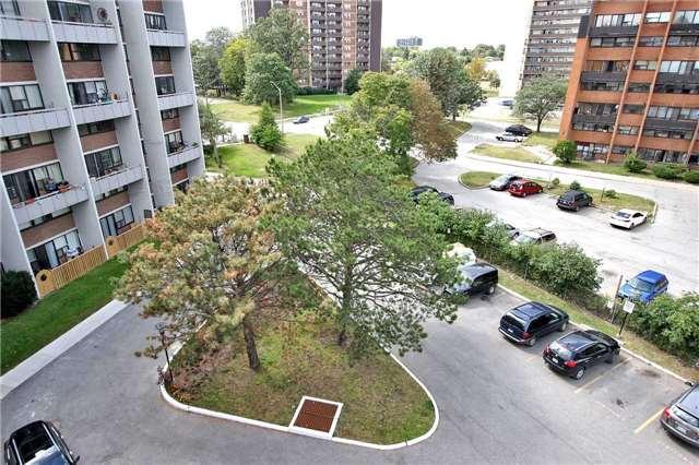 Condo Apartment at 2121 Roche Crt, Unit 628, Mississauga, Ontario. Image 7