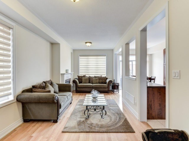 Semi-detached at 7 Interlude Dr, Brampton, Ontario. Image 15