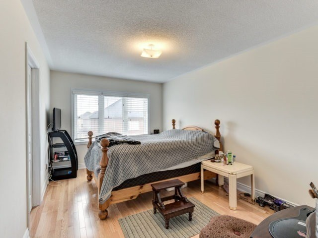 Semi-detached at 7 Interlude Dr, Brampton, Ontario. Image 3