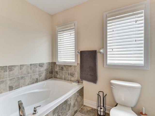 Semi-detached at 7 Interlude Dr, Brampton, Ontario. Image 5