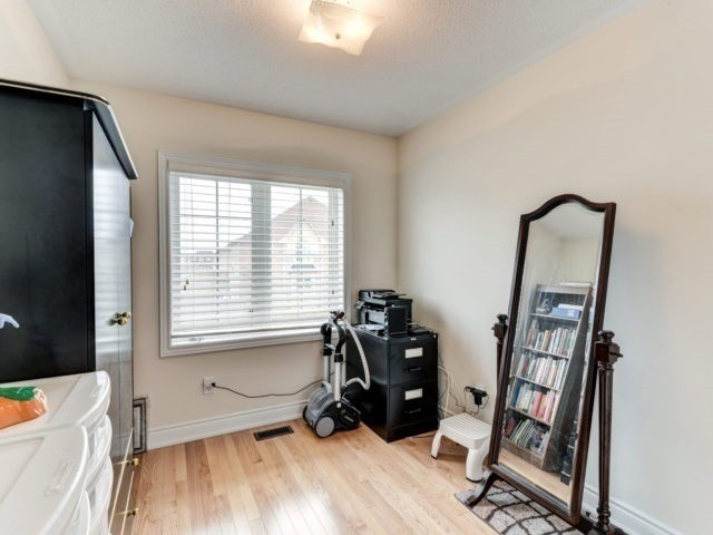 Semi-detached at 7 Interlude Dr, Brampton, Ontario. Image 8