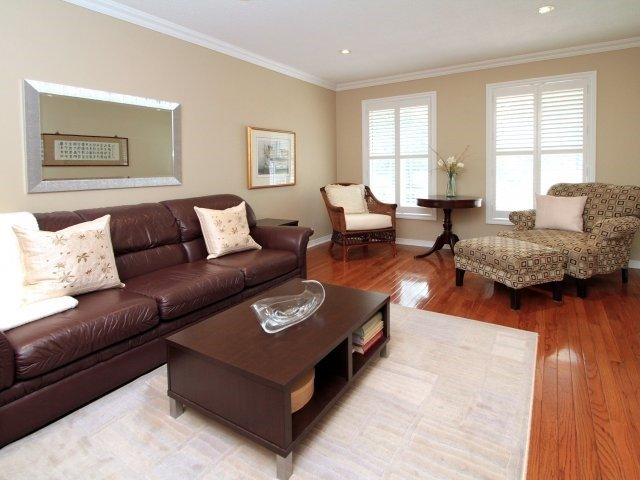 Detached at 3260 Sir John's Homstead, Mississauga, Ontario. Image 12