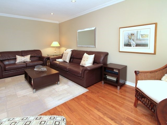Detached at 3260 Sir John's Homstead, Mississauga, Ontario. Image 14