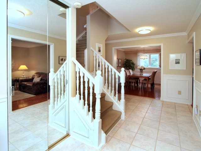 Detached at 3260 Sir John's Homstead, Mississauga, Ontario. Image 20