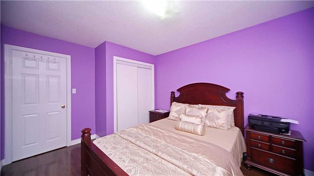 Detached at 41 Orchid Dr, Brampton, Ontario. Image 3