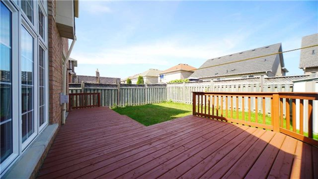 Detached at 41 Orchid Dr, Brampton, Ontario. Image 9