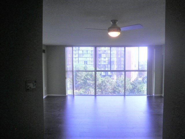 Condo Apartment at 2091 Hurontario St, Mississauga, Ontario. Image 2