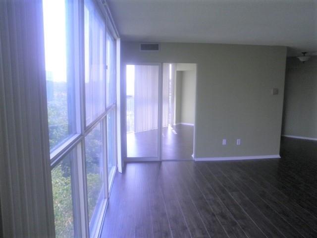 Condo Apartment at 2091 Hurontario St, Mississauga, Ontario. Image 4