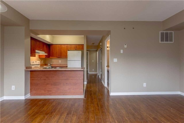 Condo Townhouse at 3035 Finch Ave W, Unit 1001, Toronto, Ontario. Image 13