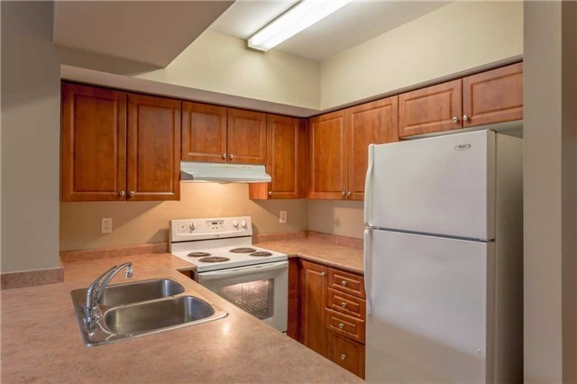 Condo Townhouse at 3035 Finch Ave W, Unit 1001, Toronto, Ontario. Image 15