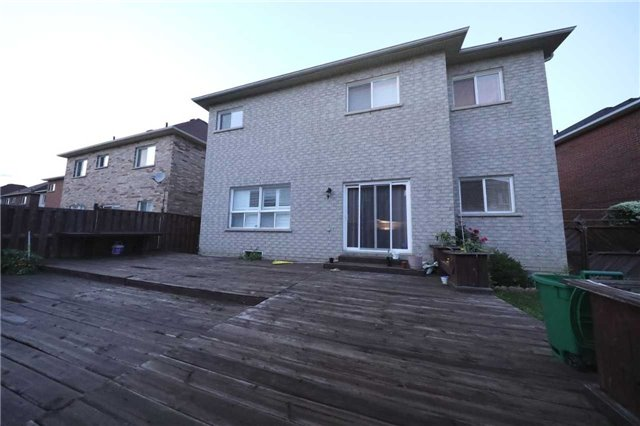 Detached at 63 Bonistel Cres, Brampton, Ontario. Image 7