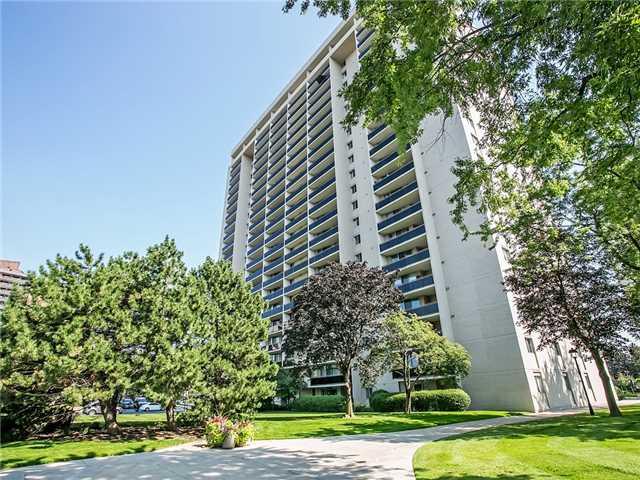 Condo Apartment at 820 Burnhamthorpe Rd, Unit 1008, Toronto, Ontario. Image 12