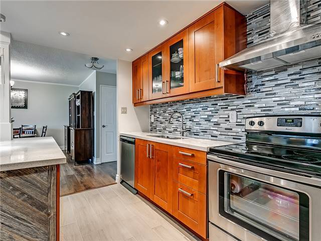 Condo Apartment at 820 Burnhamthorpe Rd, Unit 1008, Toronto, Ontario. Image 15