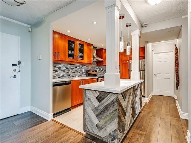 Condo Apartment at 820 Burnhamthorpe Rd, Unit 1008, Toronto, Ontario. Image 17