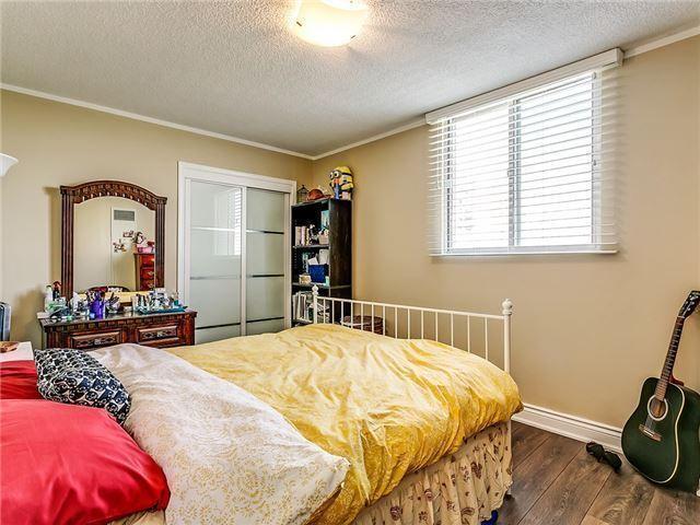 Condo Apartment at 820 Burnhamthorpe Rd, Unit 1008, Toronto, Ontario. Image 6
