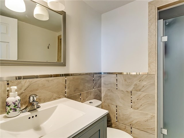 Condo Apartment at 820 Burnhamthorpe Rd, Unit 1008, Toronto, Ontario. Image 7