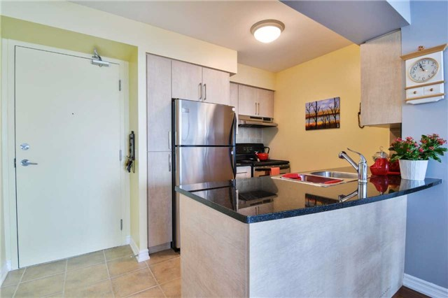 Condo Apartment at 2365 Central Park Dr, Unit 907, Oakville, Ontario. Image 17