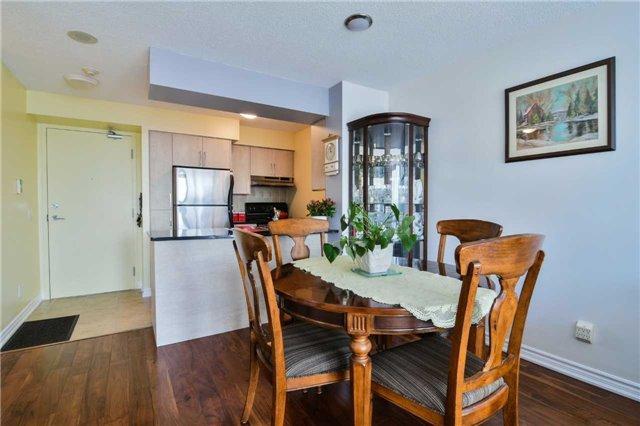 Condo Apartment at 2365 Central Park Dr, Unit 907, Oakville, Ontario. Image 2
